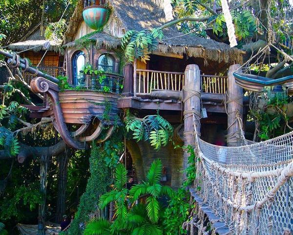 Красочный домик Тарзана