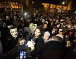 Люди в масках устроили бардак в центре города