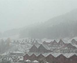 Украинские Карпаты засыпало снегом: любители лыж собираются в горы
