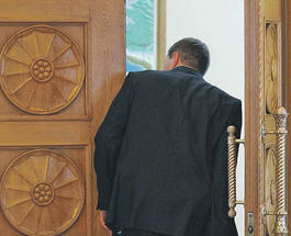 Как телохранители президента Украины занимались грабежом