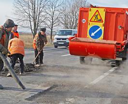 Главные дороги Украины залатали почти полностью