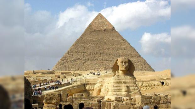 Сфинкс и пирамида Хеопса по-прежнему влекут к себе в год миллионы иностранцев