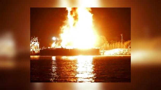 Взрывы на баржах в штате Алабама США вызвали сильный пожар, три человека пострадали