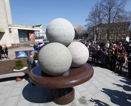 В Житомире открыли первый в Украине памятник мороженому