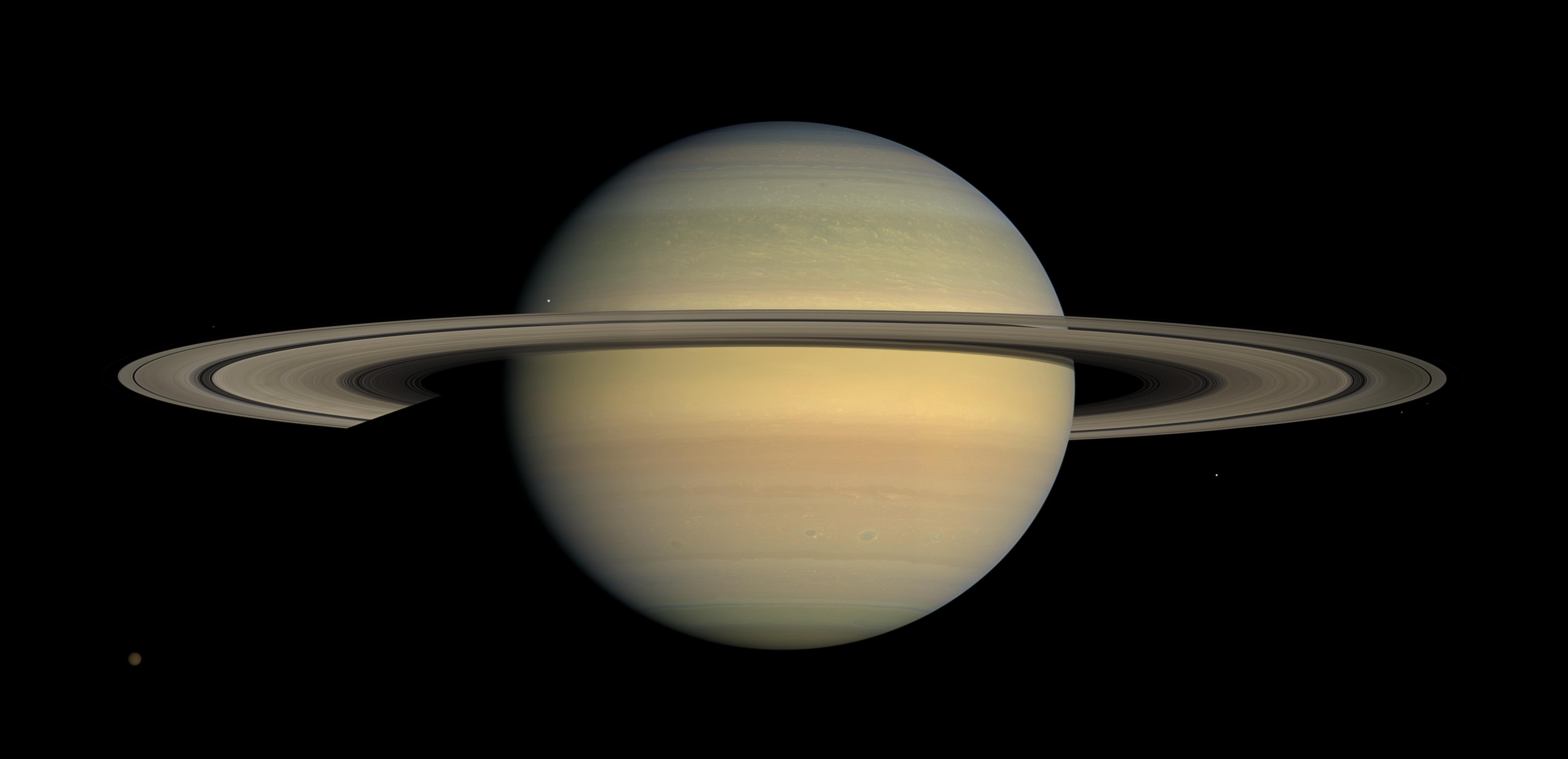 Снимок Сатурна со станции Cassini