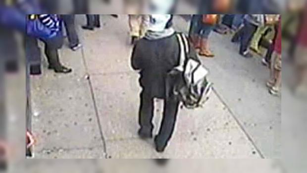 Подозреваемые в бостонском теракте-двое мужчин с рюкзаками, которые подошли к финишу незадолго до взрывов