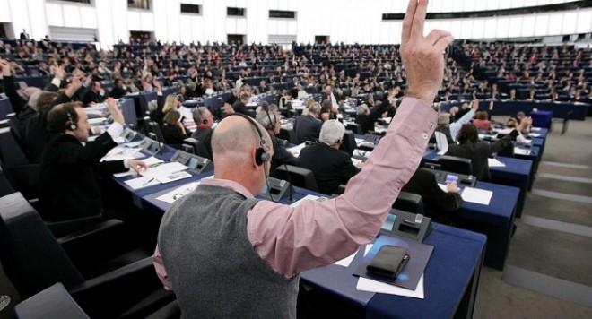 Политики и бизнесмены Болгарии возмущены анонимным прослушиванием