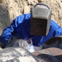 Работники «Киевэнерго» локализуют повреждение теплосети