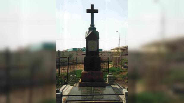 Памятник погибшим во время авианалета на Лукьяновском кладбище