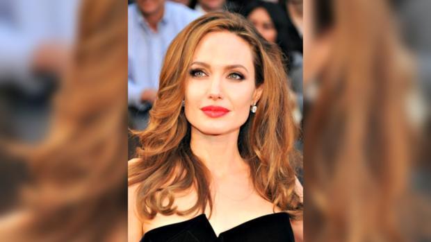 Анджелина Джоли удалила грудь, опасаясь рака