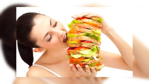 Под воздействием положительных эмоций люди едят больше