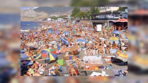 На крымских пляжах туристов будет много