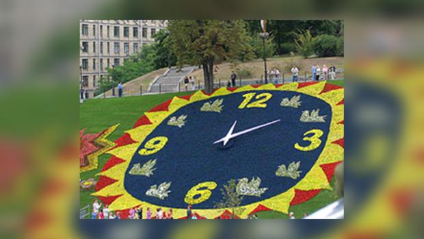 Часы на Институтской будут показывать время в новом цвете