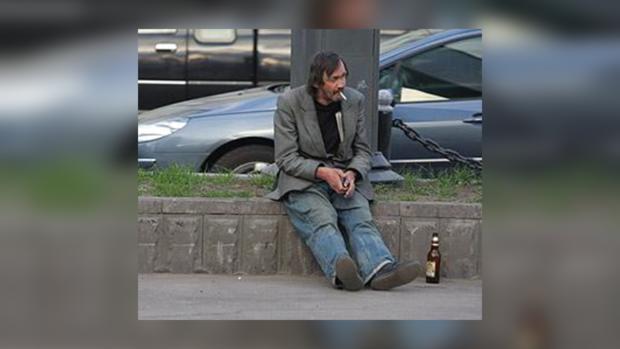 Пьяный мужчина перепутал банк с собственным жилищем