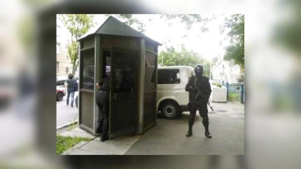 Идут учения возле Посольства Израиля