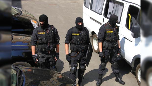 Киевлян напугали люди в масках и шлемах на центральной улице столицы