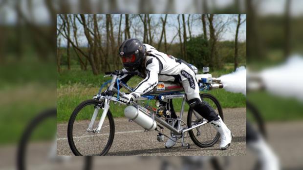 В реактивном велосипеде педали крутить не надо