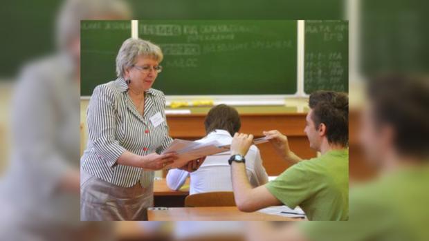 Во время тестирования наблюдатели тщательно следят за тем, как учащиеся придерживаются правил сдачи экзамена.