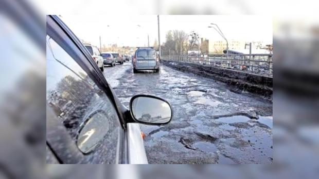 Украинские дороги: вместо асфальта - ямы