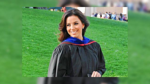 Ева Лонгория получила степень магистра Калифорнийского университета