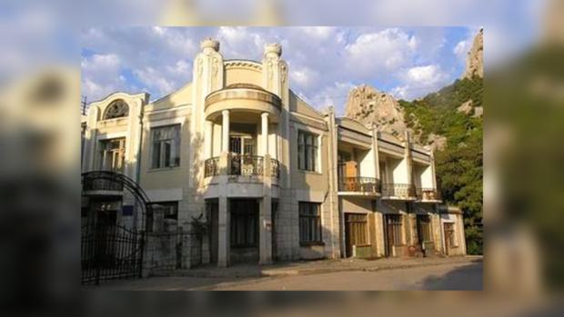 Здание санатория «Юность» построено еще в 1906 года.