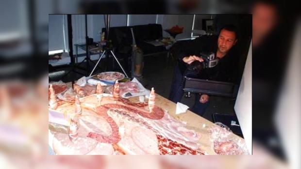 Для создания своих картин художник Карл Уонер использует лишь продукты питания
