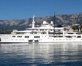 У берегов курортной Ялты пришвартовалась яхта владельца компании Microsoft