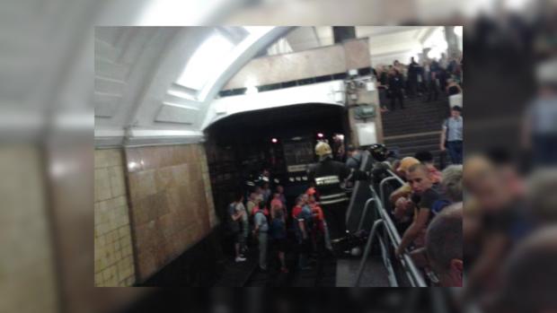 Во время пожара в столичном метро многие люди отравились угарным газом