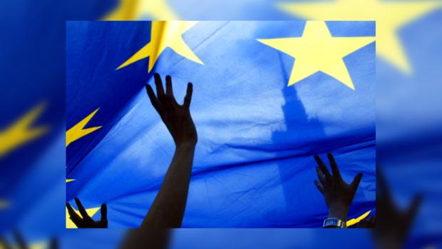 В 2014 году Латвия станет рассчитывать евро вместо лат.