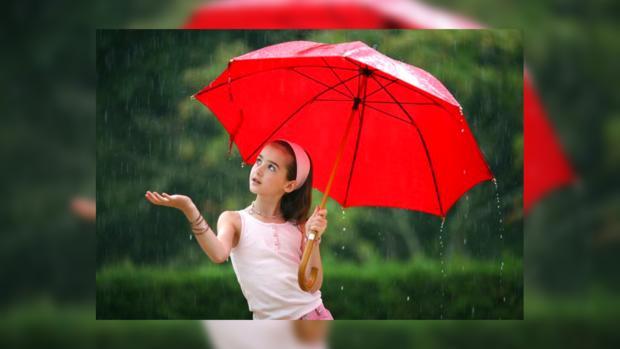 Не забудьте, выходя завтра из дома, прихватить зонт.