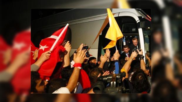 В аэропорту Стамбула Эрдогану устроили теплую встречу
