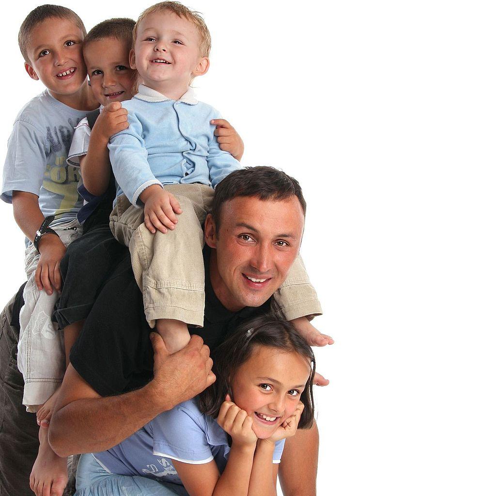 Теперь многодетный отцы смогут получить возможность официального признания