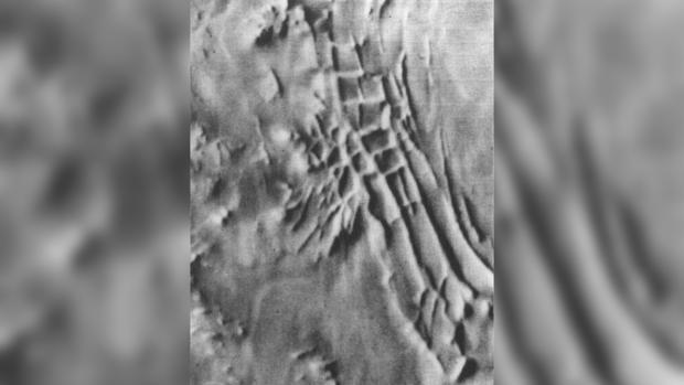 На марсе зафиксирован странный объект