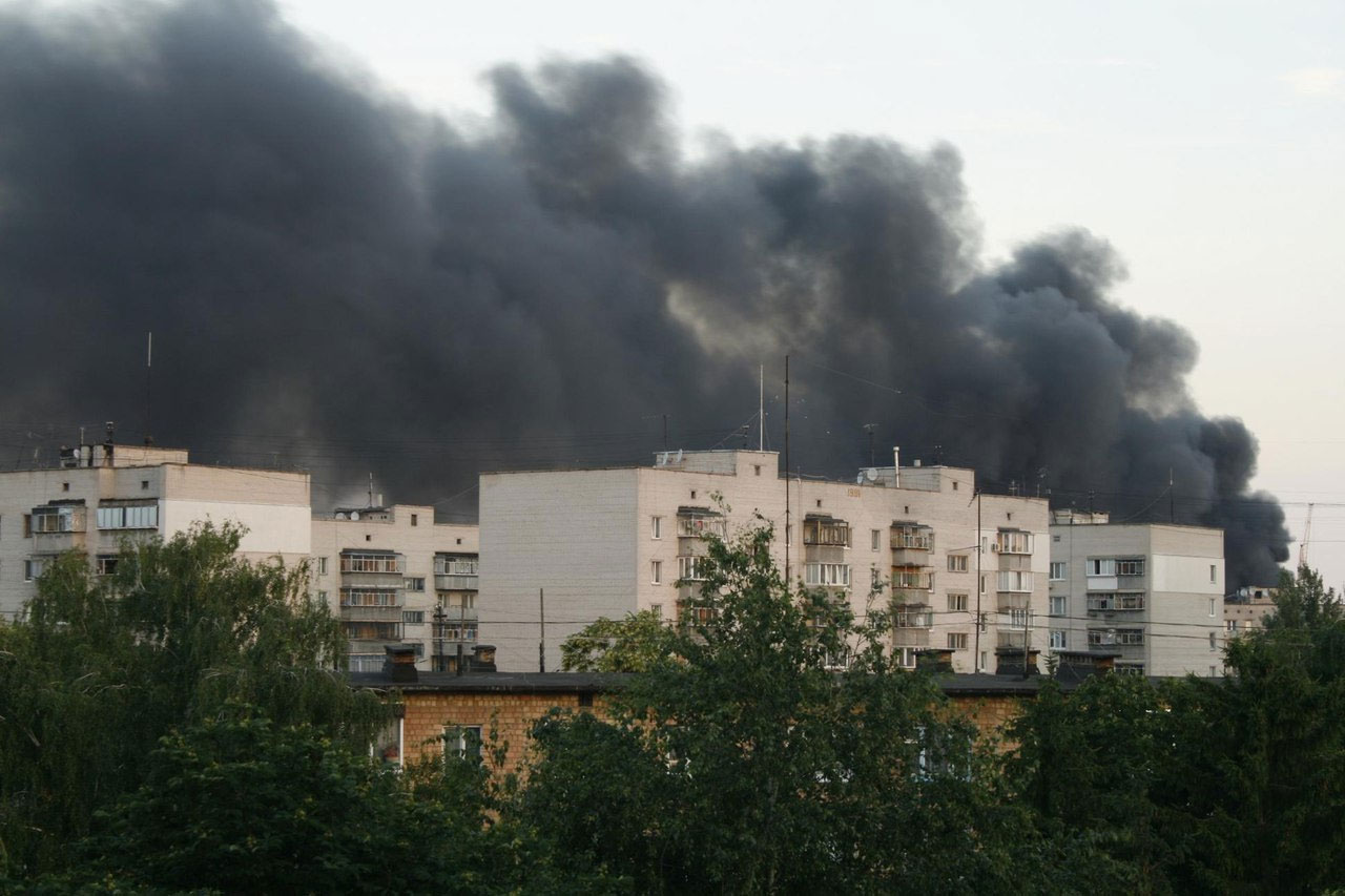 Дым от пожара был виден издалека