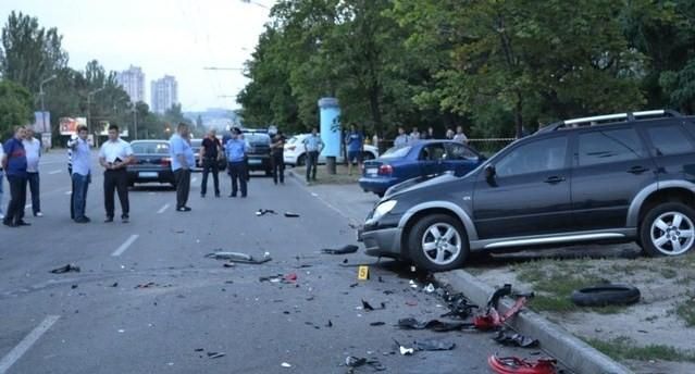 """После столкновения с внедорожником мотоцикл влетел в """"Ланос"""""""