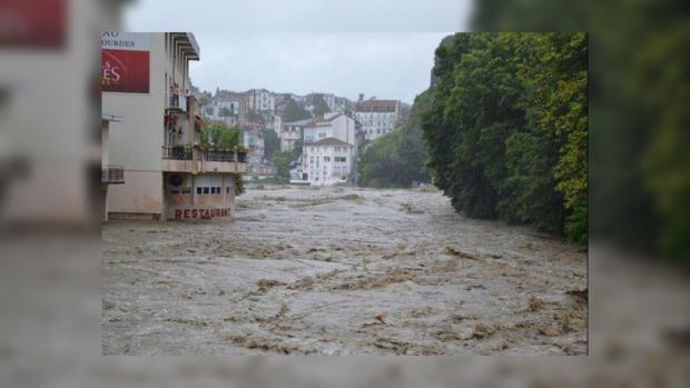 """Францию и Испанию накрыла бушующая """"большая вода""""."""
