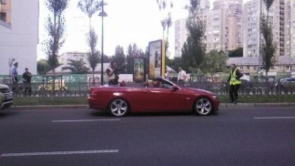 Красная BMW сбила насмерть женщину в Киеве