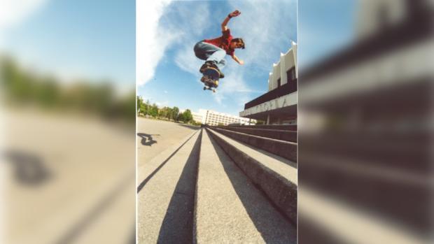Около сотни скейтбордистов промчались по центру Киева