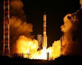 Россия: ракета-носитель Протон-М упала на первой минуте полета