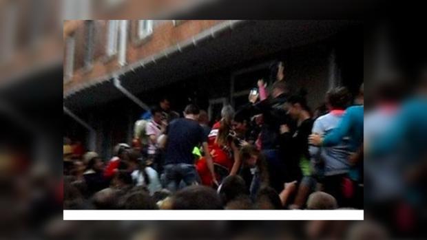 В Николаевской области люди штурмуют райотдел милиции