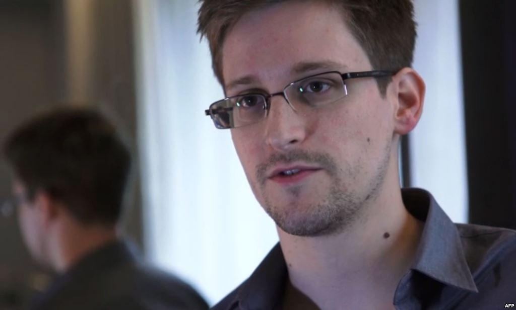 Эдвард Сноуден в поисках политического убежища.