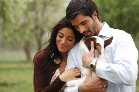 Мехмет акиф алакурт и его жена фото со свадьбы