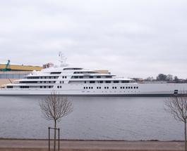 Семья президента ОАЭ купила яхту за 468 млн евро