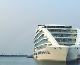 Первый 5 звездочный отель-яхта освоит воды Гибралтара