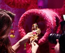 В Сингапуре мужчина собрал коллекцию из 6 тыс. кукол Барби