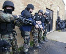 """Новости Австралии: в Мельбурне более 700 полицейских провели рейд по притонам банды байкеров """"Ангелы ада"""""""