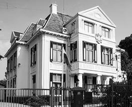 Дипломатическая неприкосновенность жилья российских представителей в Гааге грубо нарушена