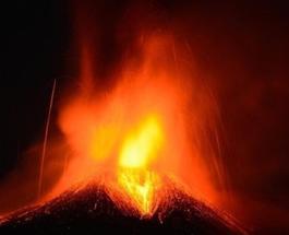 Вулкан Этна снова потревожил население Сицилии