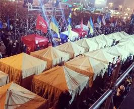 Евромайдан стоял всю ночь, выдержал атаку силовиков. Прямая трансляция происходящего