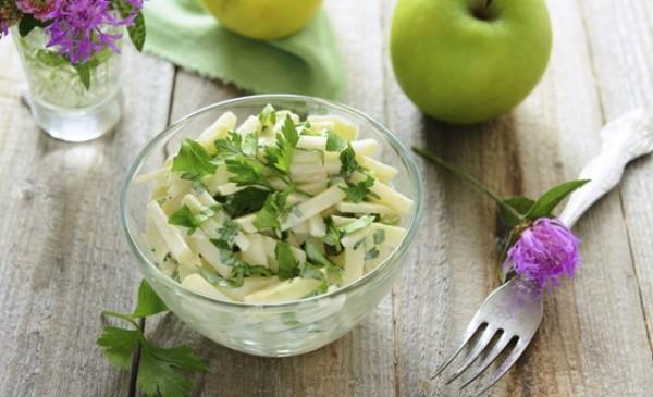Осенний салат из фруктов и овощей с утра подарит нам заряд бодрости на весь день